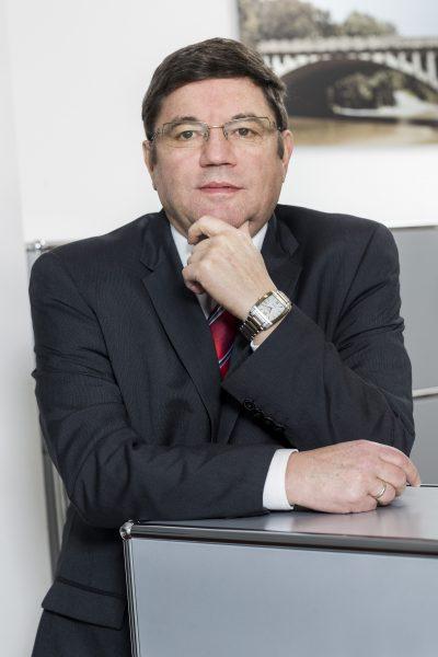 Reinhard Friedl, Compliance, Tel. 089 / 623 03 69-16, E-Mail Reinhard.friedl@kbvv.de, Bankkaufmann, KB-Vermögensverwaltung GmbH